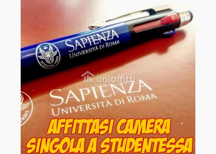 camera singola a studentessa